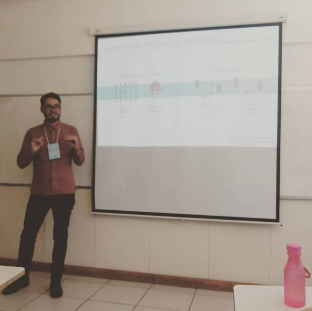 Matheus Souza e Silva presents the Arduemgers experience at the Annual Brazilian Conference of R&D in Design, October, 2016